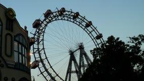 Ferris roda dentro o parque de diversões de Prater em Viena imagens de stock