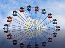 Ferris roda dentro a reflexão fotos de stock