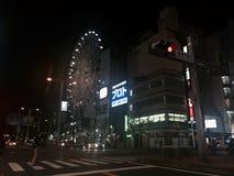 Ferris roda dentro a rua Imagens de Stock