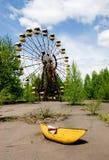 Ferris roda o parque de diversões dentro abandonado na cidade de Pripyat Fotos de Stock
