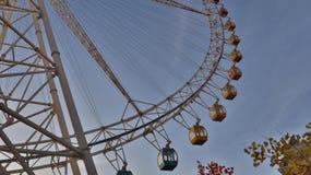 Ferris roulent dedans le ciel image libre de droits