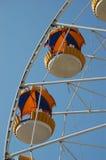 Ferris spinge dentro il parco di divertimenti Fotografie Stock