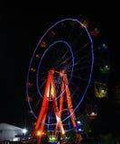 Ferris spinge dentro la notte Immagini Stock