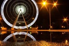 Ferris toczy wewnątrz jawnego parka przy nocą zdjęcie royalty free