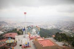 Ferris toczy wewnątrz mgłę w Panarama mieście Fotografia Royalty Free