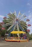 Ferris Toczy wewnątrz parka zdjęcie royalty free