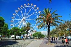 Ferris toczy wewnątrz port Portowy Vell w Barcelona, Hiszpania fotografia stock