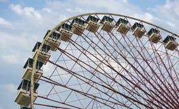 Ferris toczy wewnątrz atraction parka Fotografia Stock