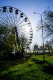 Ferris toczy wewnątrz miasto parka Kremenchug, Ukraina Zdjęcia Stock