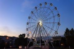 Ferris toczy wewnątrz wieczór w parku zdjęcia royalty free