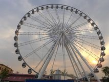 Ferris wheel  against the darkening sky Royalty Free Stock Photos