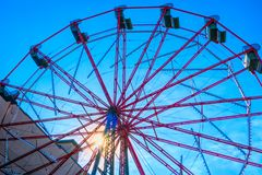 Ferris Wheel au parc de West End au lever de soleil Photos stock
