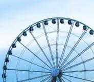 Ferris Wheel bei Sonnenuntergang lizenzfreie stockbilder