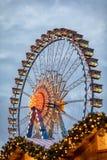 Ferris Wheel bij de Kerstmismarkt op Berlin Alexanderplatz, Duitsland Stock Foto's