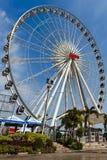 Ferris Wheel in bluesky a Asiatique Immagine Stock