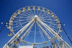 Ruota panoramica vista dal basso royalty free stock photography