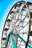 Ferris Wheel de baixo no carnaval Imagens de Stock