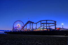 Ferris Wheel en Santa Monica Pier bij Schemering in Santa Monica, Royalty-vrije Stock Fotografie