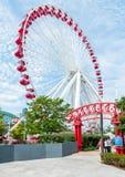 Ferris Wheel et le carrousel sont les attractions populaires sur le pilier de la marine de Chicago sur le lac Michigan Image stock