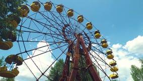 Ferris Wheel famoso en el pueblo fantasma de Pripyat, zona de exclusión de Chernóbil Ucrania metrajes