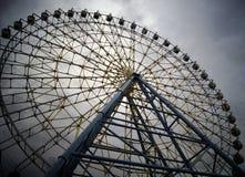 Ferris Wheel i staden royaltyfria bilder