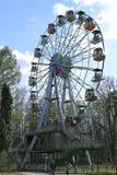 Ferris Wheel i staden parkerar i Krasnogorsk Arkivbild