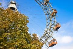 Ferris Wheel i Wien mot en blå himmel Österrike - Europa arkivfoto