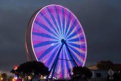 Ferris Wheel - lilor och rosa färger Royaltyfri Fotografi