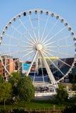 Ferris Wheel in Liverpool het UK stock afbeeldingen
