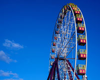 Ferris Wheel na luz do sol de ajuste Fotos de Stock