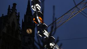 Ferris Wheel no centro de Ghent Feche acima do cityhall Ghent, Bélgica 27 de dezembro de 2015 filme
