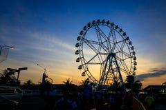Ferris Wheel no por do sol fotos de stock