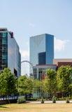 Ferris Wheel par architecture moderne Image libre de droits