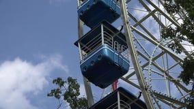 Ferris Wheel, paseos del parque de atracciones almacen de metraje de vídeo