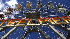 Ferris Wheel, paseos del parque de atracciones almacen de video