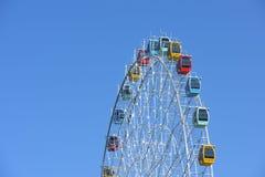 Ferris Wheel, roue d'observation avec le ciel bleu Photographie stock libre de droits