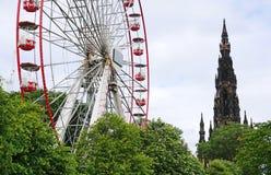Ferris Wheel And Scott Monument prinsgataträdgårdar, Edinburg, Skottland Arkivbilder