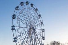 Ferris Wheel sur le fond de ciel bleu Photo libre de droits
