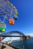 Ferris Wheel und Sydney Harbour Bridge, Australien Stockfotos