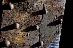 Ferro corroso ribattino della ruggine immagini stock