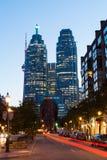 Ferro de passar roupa e Toronto do centro na noite Imagens de Stock Royalty Free