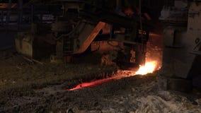 Ferro de porco de um alto-forno video estoque