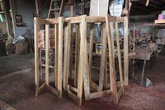 Ferro di angolo o di deposito di legname alla fabbrica di legno tradizionale tailandese del mulino fotografia stock libera da diritti