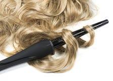 Ferro di fabbricazione dai capelli lunghi dell'acconciatura della donna immagine stock libera da diritti