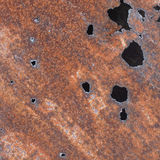 Ferro di strato con i fori di corrosione fotografie stock