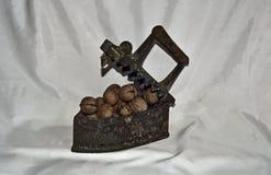 Ferro e porcas velhos Fotos de Stock Royalty Free
