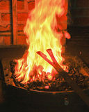 Ferro encarnado em uma forja Imagens de Stock