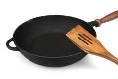 Ferro fundido moderno vazio Pan With Wooden Handle Isolated do vintage fotografia de stock royalty free