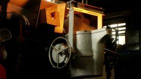 Ferro, fusione d'acciaio video d archivio