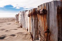 Ferro oxidado velho em um coto de árvore Imagem de Stock Royalty Free
